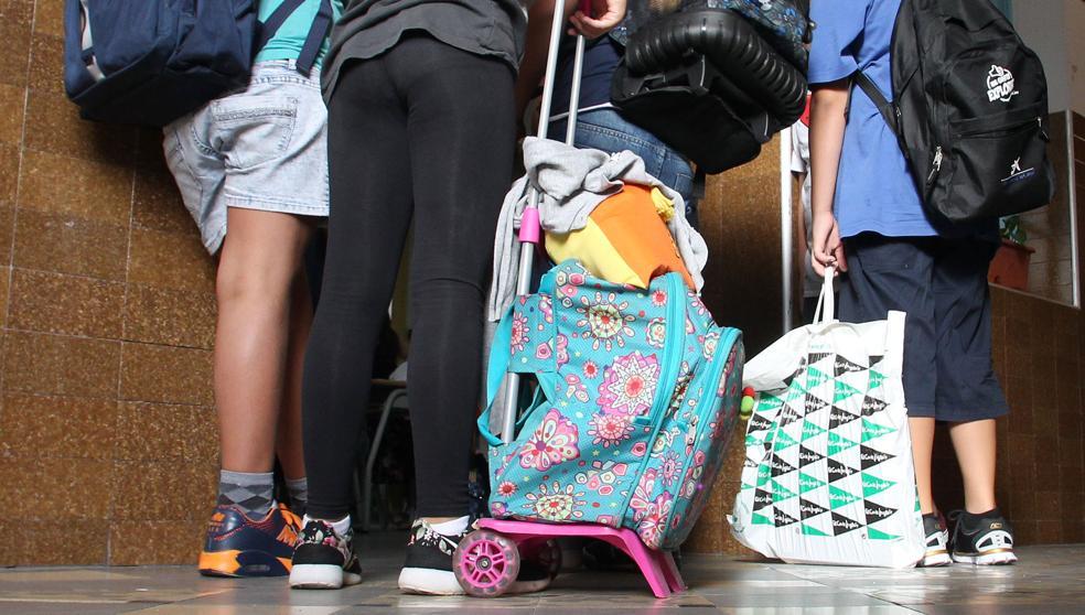 Padres de un colegio denuncian una plaga de pulgas en las aulas
