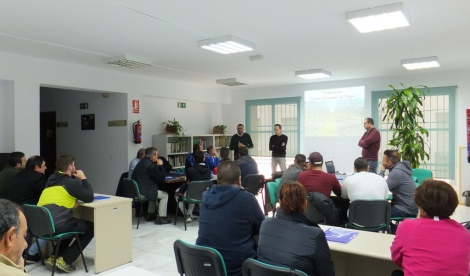 La Junta organiza en Albox un curso de gestión integrada de plagas en el almendro