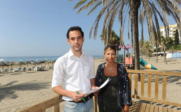 IU pide un protocolo de acción ante las invasiones de medusas en Marbella